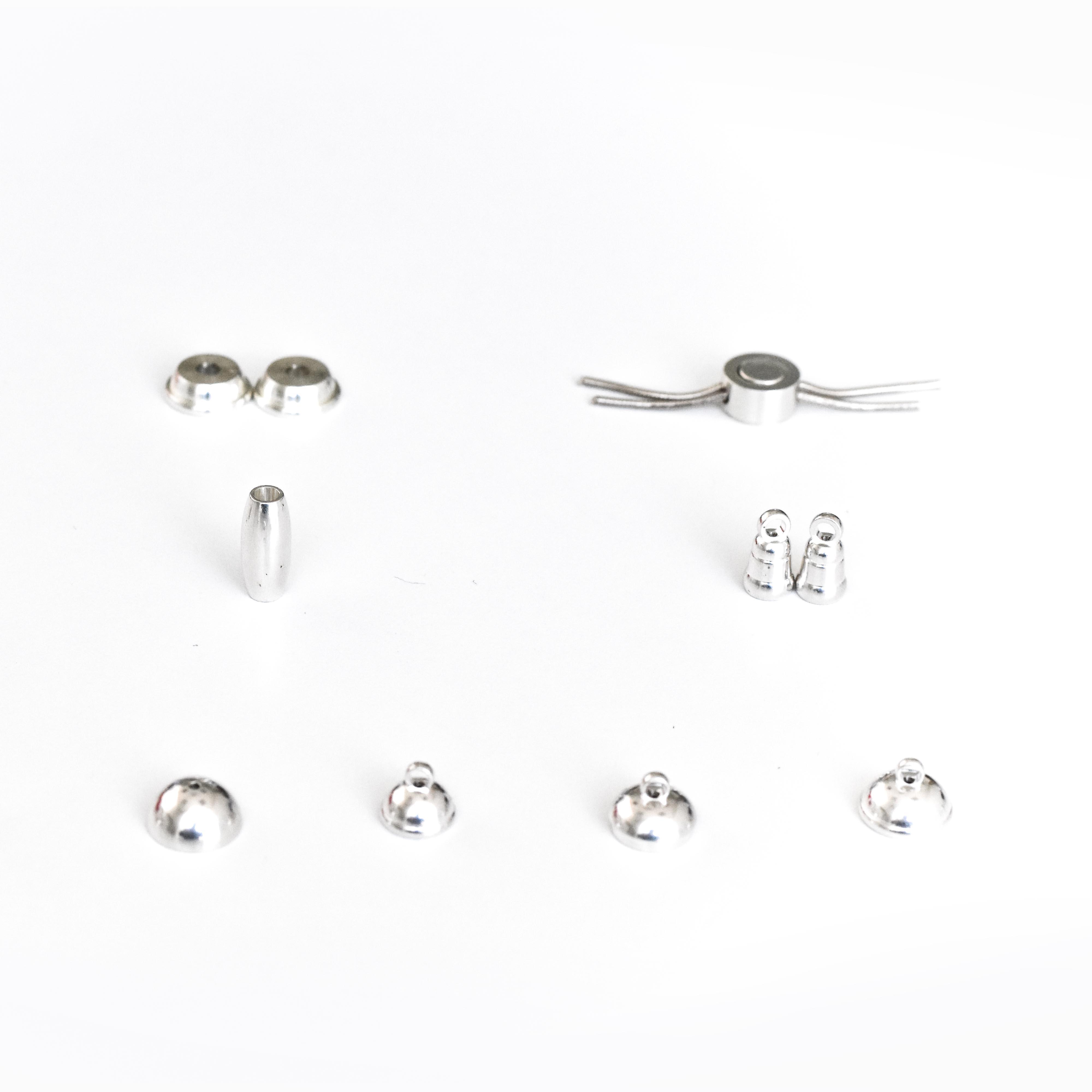 Componenti per chiusure magnetiche e pulsanti scorrevoli in argento